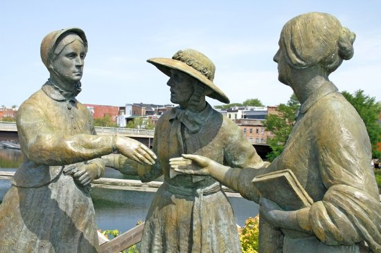 Waterloo, نيويورك: Three Ladies Statue in Seneca Falls, NY
