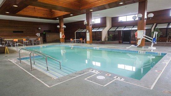 Holiday Inn Rutland-Killington Area : Swimming Pool
