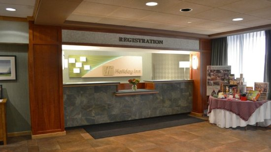 Holiday Inn Rutland-Killington Area: Front Desk
