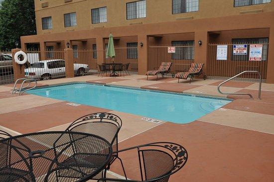 Holiday Inn Express Santa Fe - Cerrillos: Holiday Inn Express Santa Fe Swimming Pool