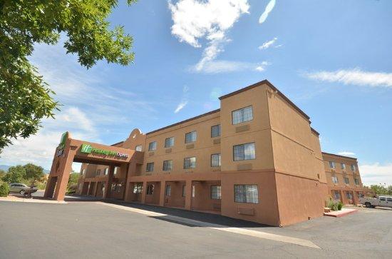 Holiday Inn Express Santa Fe - Cerrillos: Hotel Exterior