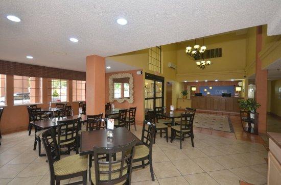 Holiday Inn Express Santa Fe - Cerrillos: Breakfast Area