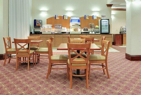 Canton, MS: Breakfast Bar