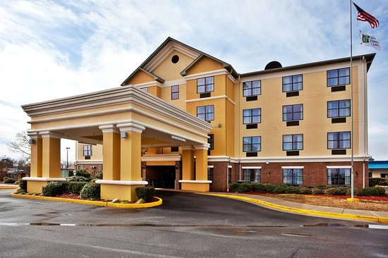 Salem, IL: Holiday Inn Express Byron, GA Hotel Exterior