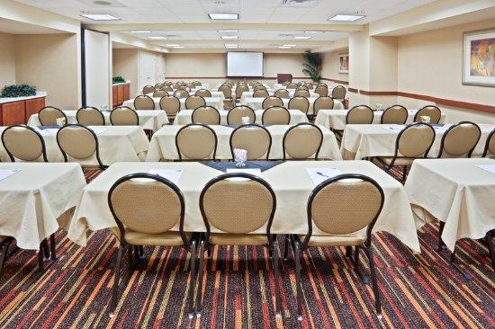 Holiday Inn Express Sumner Focused Meeting Room