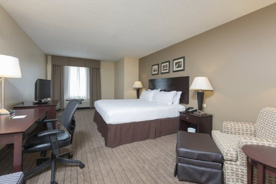 Aurora, IL: King Guest Room, Desk and Sofa Chair
