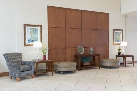 Aurora, IL: Hotel Lobby Sitting Area