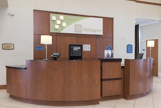 Aurora, IL: Hotel Lobby Front Desk
