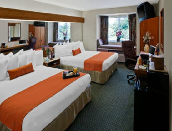 Microtel Inn & Suites by Wyndham Brunswick North: 2 Queen Bed Room