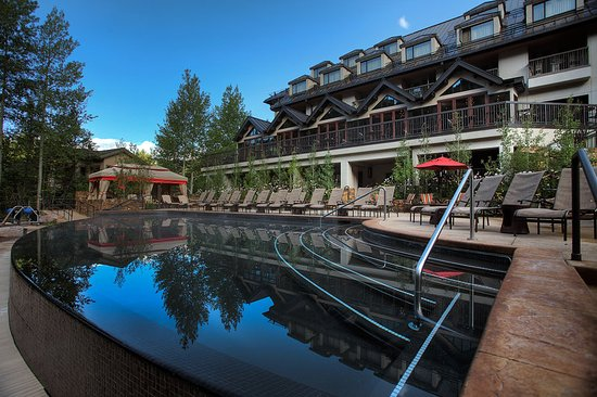 Vail Residences at Hotel Talisa : Vail Cascade Exterior Summer Pool