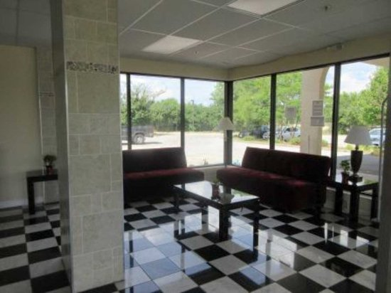 North Aurora, IL: Lobby