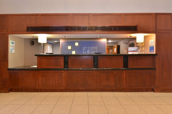 Holiday Inn Express Seaford-Route 13: Front Desk