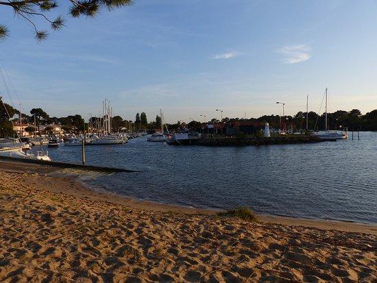 Gujan-Mestras, France: entree du port