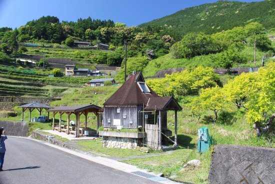 Maruyama Senmai Rice Field: 丸山千枚田時計台(トイレ) 駐車場4台
