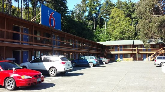 Motel 6 Gold Beach: view of the parking lot