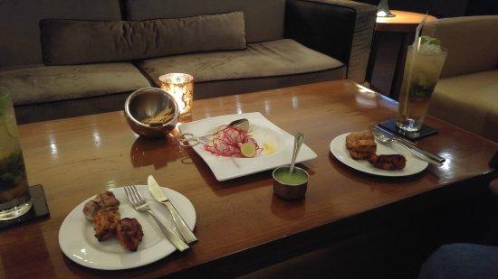 The Claridges New Delhi: The Aura Bar and Club Room Drinks and nibbles