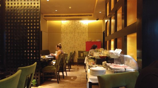 The Claridges New Delhi: The Chinese Restaurant where we had Breakfast the first morning