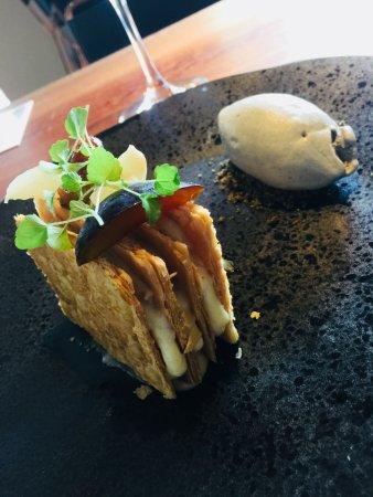Woluwe-St-Pierre, Bélgica: Dessert : Millefeuille aux fruits de saison