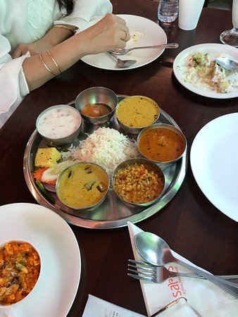 Saras, Pure Vegetarian Indian Restaurant: Best indian Pure Veg Food in Bangkok. Compare the Thali size portions!