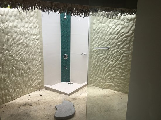 Adaaran Select Hudhuranfushi: outside shower