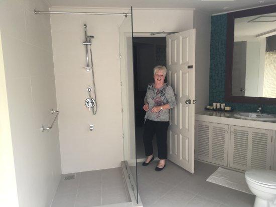 Adaaran Select Hudhuranfushi: covered shower & Bathroom