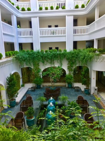 Nice looking foyer picture of lasenta boutique hotel for Best boutique hotels hoi an