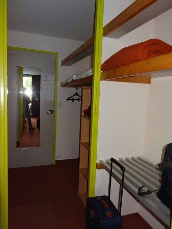 Le Logis des Cordeliers Hotel: Bons espaces de rangement