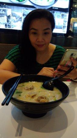 Aberdeen Fish Ball & Noodles Restaurant: Big Bowl Shrimp Noodle