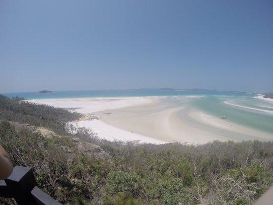 Giro in barca con fondo di vetro con Whitehaven Beach: View from lookout to Whitehaven
