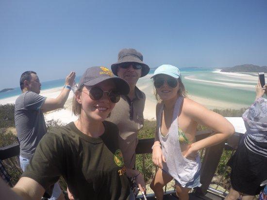 Giro in barca con fondo di vetro con Whitehaven Beach: Us at the viewing point