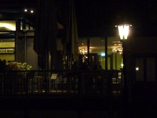 Restaurant Schwarzenstein - Nils Henkel: Restaurant von außen um 23:30 Uhr