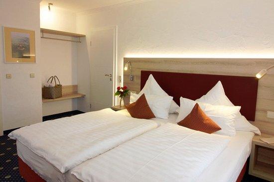 Room 21 bild von landhotel fischerhaus uhldingen for Fischerhaus seefelden