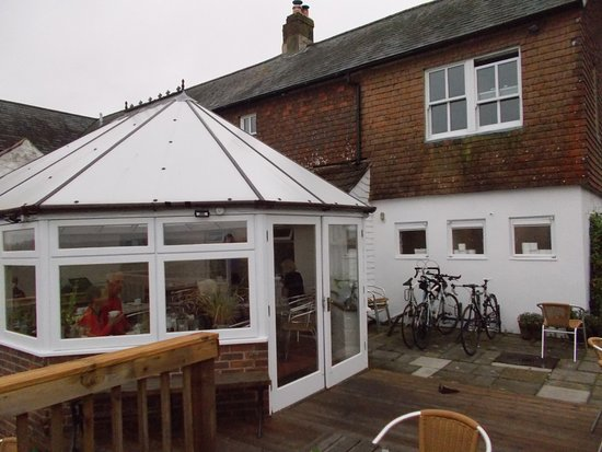 The Sportsman Inn: Dining area in conservatory