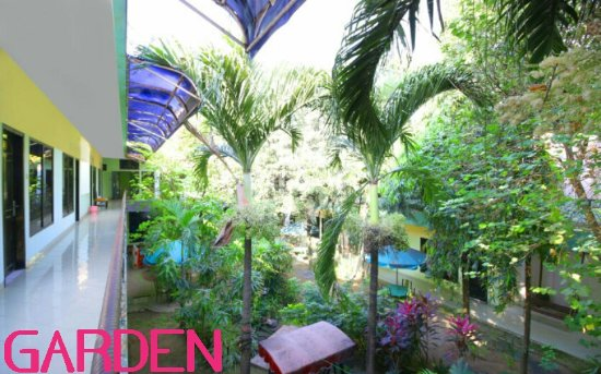 Global Inn Juanda: Garden - Taman bermain
