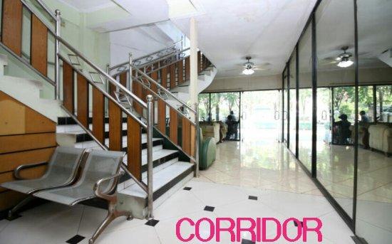 Global Inn Juanda: Corridor