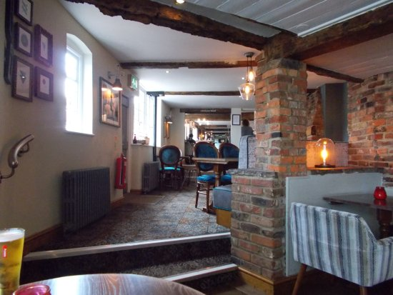 Steyning, UK: Towards bar area