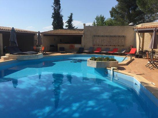 Cornillon-Confoux, Frankrijk: Notre piscine chauffée en saison