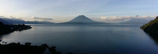 Hotel La Riviera de Atitlán: Petit matin - Vue depuis le 13è étage