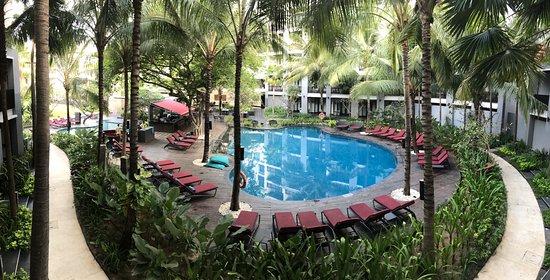 Pullman Bali Legian Beach : Main pool, early morning