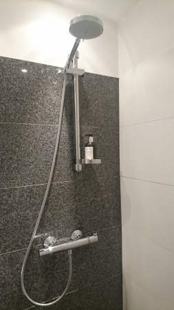 Motel One Munich - Campus: Great shower, just what you need to start a new day