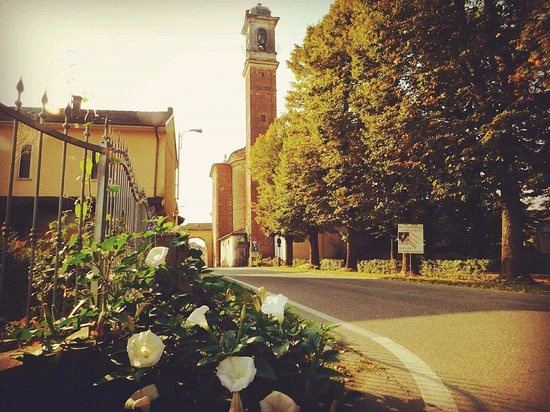 Olevano di Lomellina, Италия: la chiesa  e il paesino  tra  le campagne della  Lomellina