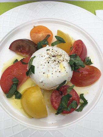 L'Auberge du Bonheur: Tomato and mozzarella.