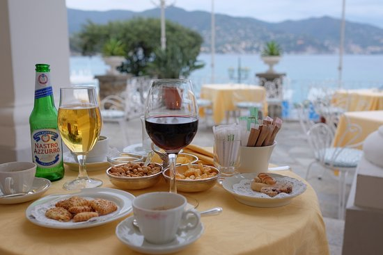 Grand Hotel Miramare: Before dinner drinks and nibbles