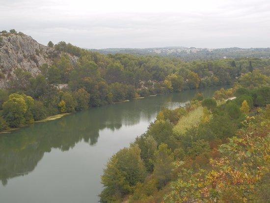 Saint-Sériè, France : Le Vidourle,la garrigue et le village d'Aubais.