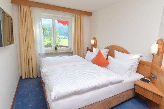 Best Western Plus Hotel Alpenhof: Suite Alpenblick Schlafzimmer