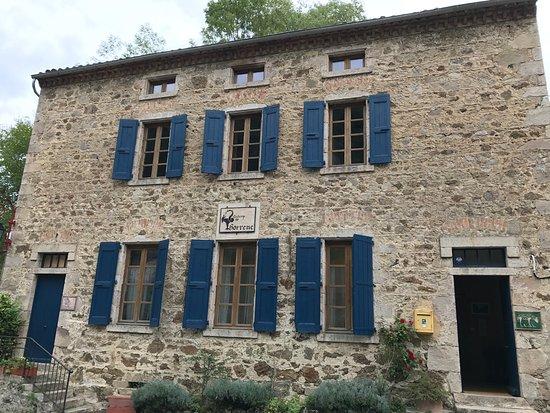L'Auberge de Thorrenc: entrée de notre chambre (à droite)