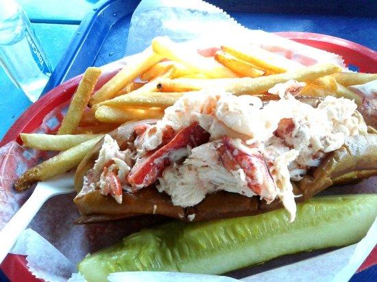 Kittery, Мэн: Awesome jumbo lobster roll