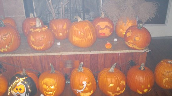 Proctor, Virginia Occidental: Pumpkin Carving Contest on Halloween - Themed Weekends