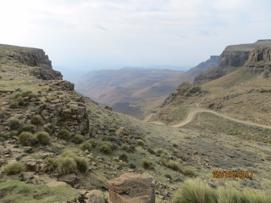 Sani Pass, Λεσόθο: Looking down the pass from the Hotel