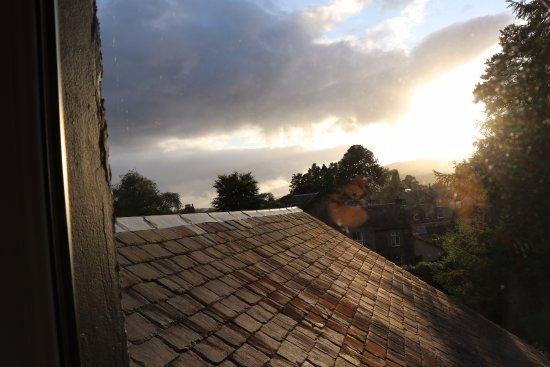 """Poppies Hotel & Restaurant: Vue de la fenêtre du """"petit salon"""" d'une des chambre du haut"""